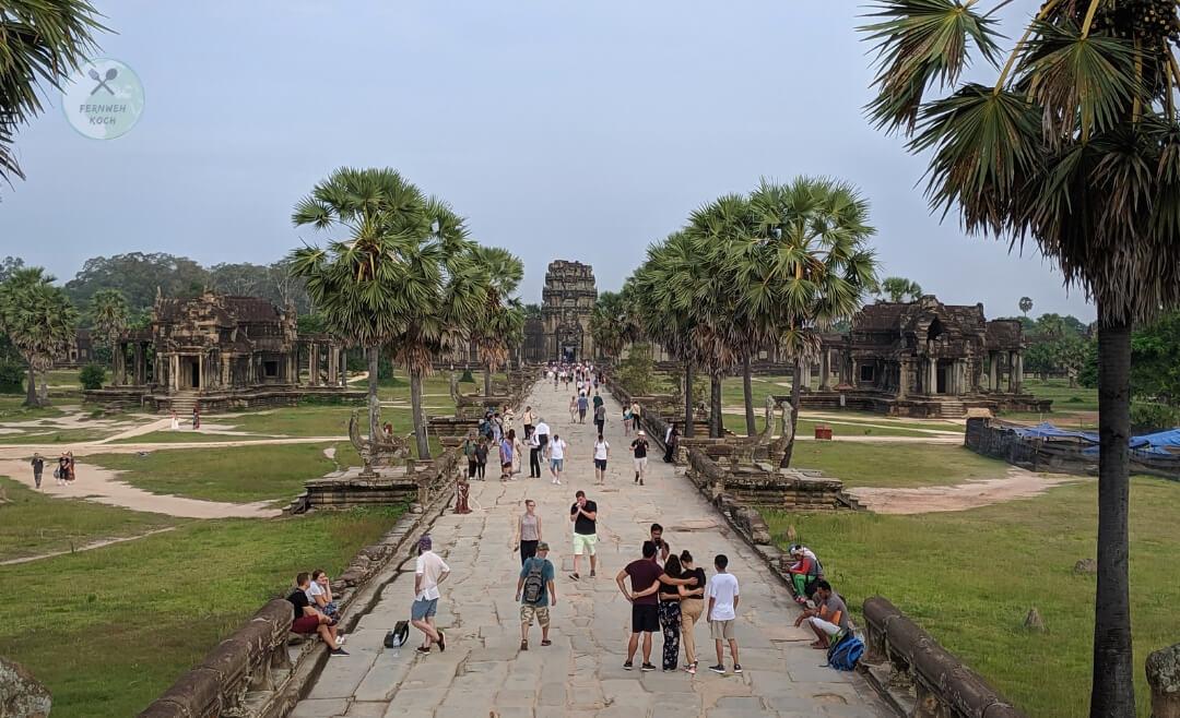 Weg zum Eingangsbereich von Angkor Wat
